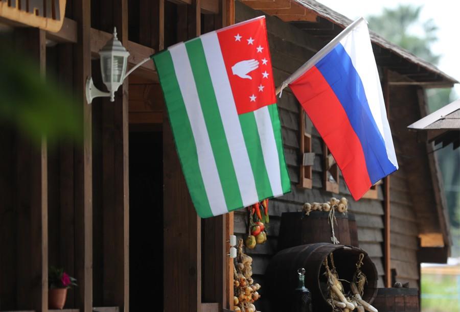 Россия возобновляет ж/д сообщение с Абхазией