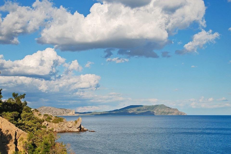 В Крыму перевернулся внедорожник с туристами