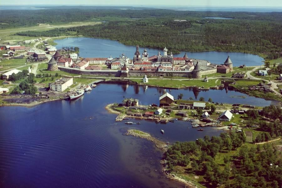Патриарх Кирилл призвал ограничить туризм на Соловках