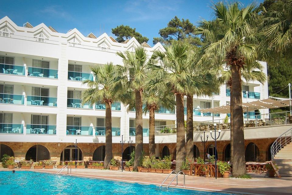 Как встречают россиян на турецких курортах?