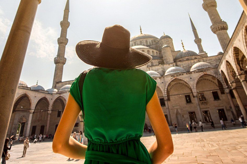 woman-tourist-sultan-ahmed-mosque.jpg