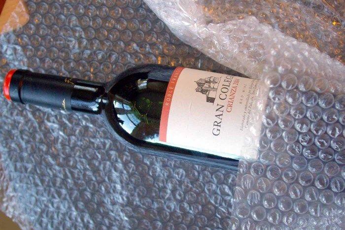 Вино и воздушно-пузырьковая пленка
