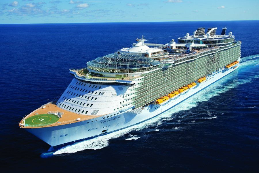 круизныq лайнер Oasis of the Seas
