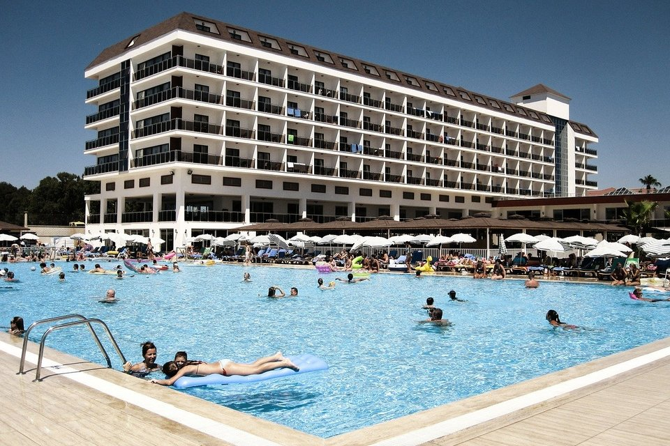 Отель, бассейн